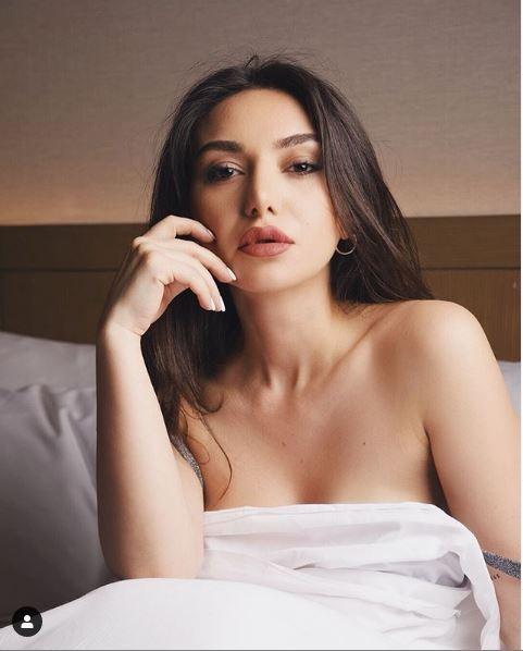 Azərbaycanlı aparıcı soyunub yatağa girdi, elə foto paylaşdı ki…
