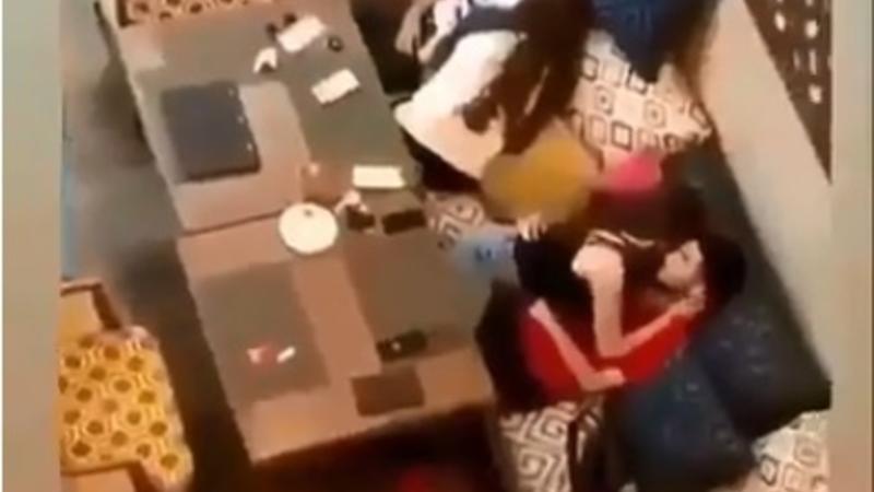 Bakıda restoranda gənc qızların oğlanlarla biabırçı – Görüntüləri yayıldı