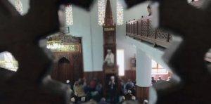 Məscidin imamı namaz üstündə adam bıçaqladı