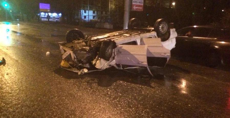 Sərxoş sürücü DYP maşınına çırpıldı, maşını aşdı