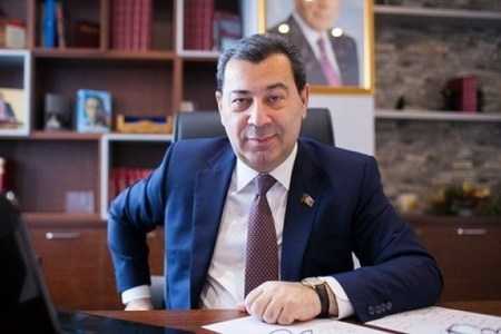 """Səməd Seyidov Paşinyana səsləndi: """"Kişisənsə, bunun arxasında dayan!"""""""