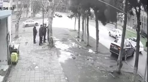 Bakıda icra başçısı yol hərəkəti qaydalarını kobud şəkildə pozdu – VİDEO