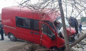 İsmayıllıda mikroavtobus qəzaya düşdü