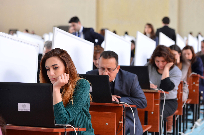 Azərbaycanda dövlət qulluğuna qəbul üzrə test imtahanı keçirilir