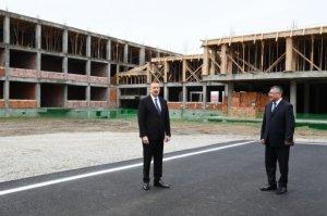 Prezident məcburi köçkünlər üçün binalarda tikinti işlərinin gedişi ilə tanış olub