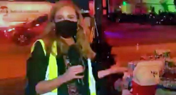 Jurnalist canlı yayımda polis tərəfindən atəşə tutuldu – VİDEO