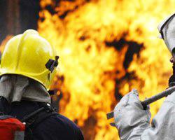 Ucarda 4 otaqlı ev yandı