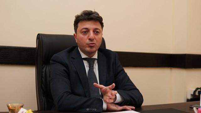 Həmin deputatın köməkçisi erməni əsillidir – Tural Gəncəliyev