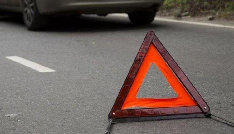 Traktorla toqquşan avtomobilin sürücüsü hadisə yerində öldü