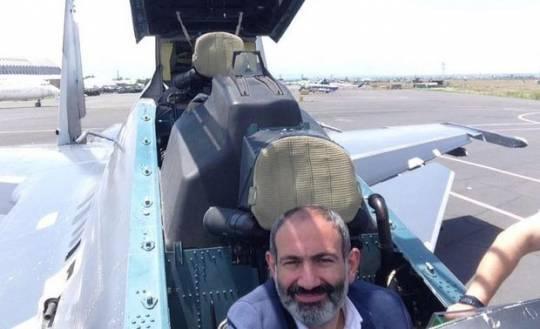 Paşinyanın selfi çəkdirdiyi hərbi texnikalar bir-bir məhv edilir –FOTO