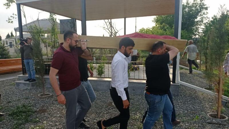 Aslan Hüseynov anasının yanında DƏFN EDİLDİ – FOTO(YENİLƏNDİ)