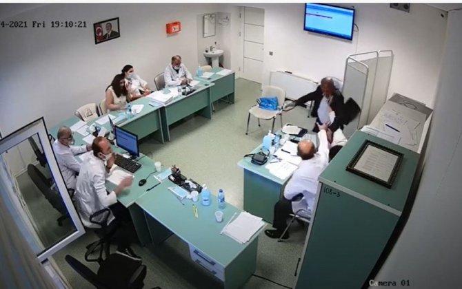 """Azərbaycanda saxta əlilliyi ifşa olunan """"müharibə əlili"""" həkimi döydü –ANBAAN VİDEO"""