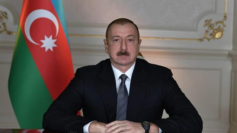 Prezident Xuraman Qasımovanı təltif etdi
