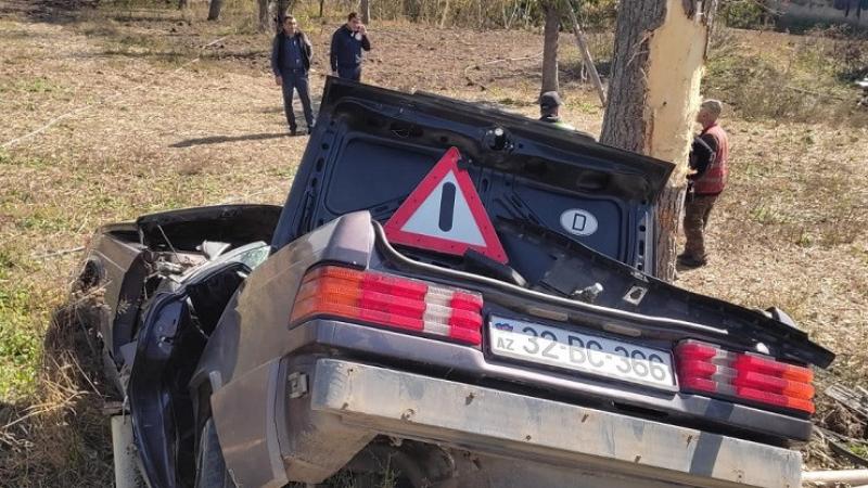 Polis əməkdaşı yol qəzasında öldü (FOTO)